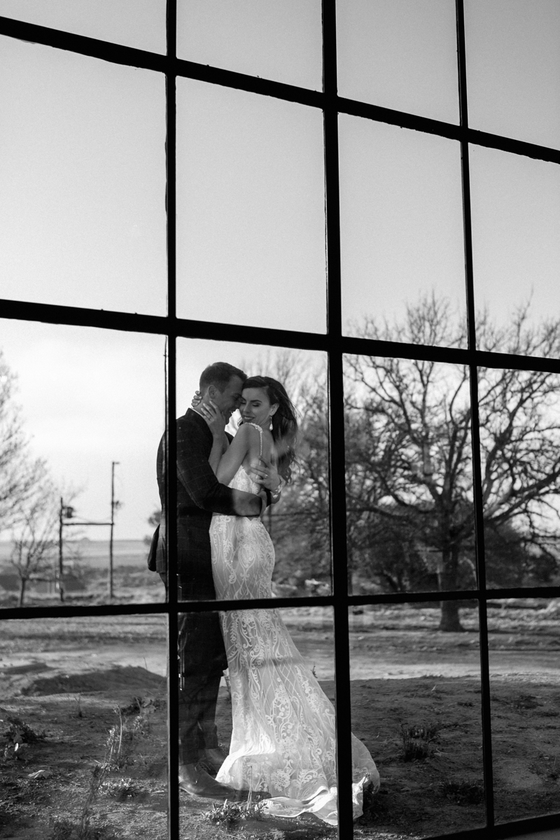 Dust-and-Dreams-Photography_Smitsfield-Wedding-Venue-Bride-and-Groom